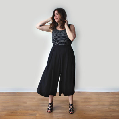 Woman wearing the Winslow Culottes sewing pattern by Helens Closet. A wide legged trouser pattern made in linen, crepe, rayon or viscose fabric featuring inseam pockets, invisible zipper and waistband.