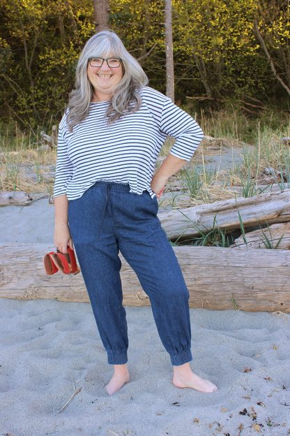 Woman wearing the Arden Pants sewing pattern by Helens Closet. A high waist trouser pattern made in linen, cotton, twill and tencel featuring an elastic waistband and front and back pockets.