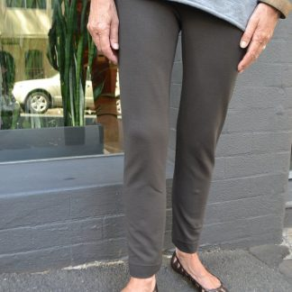 Buy the Anita Ponti pant sewing pattern from Tessuti Fabrics on The Fold Line.