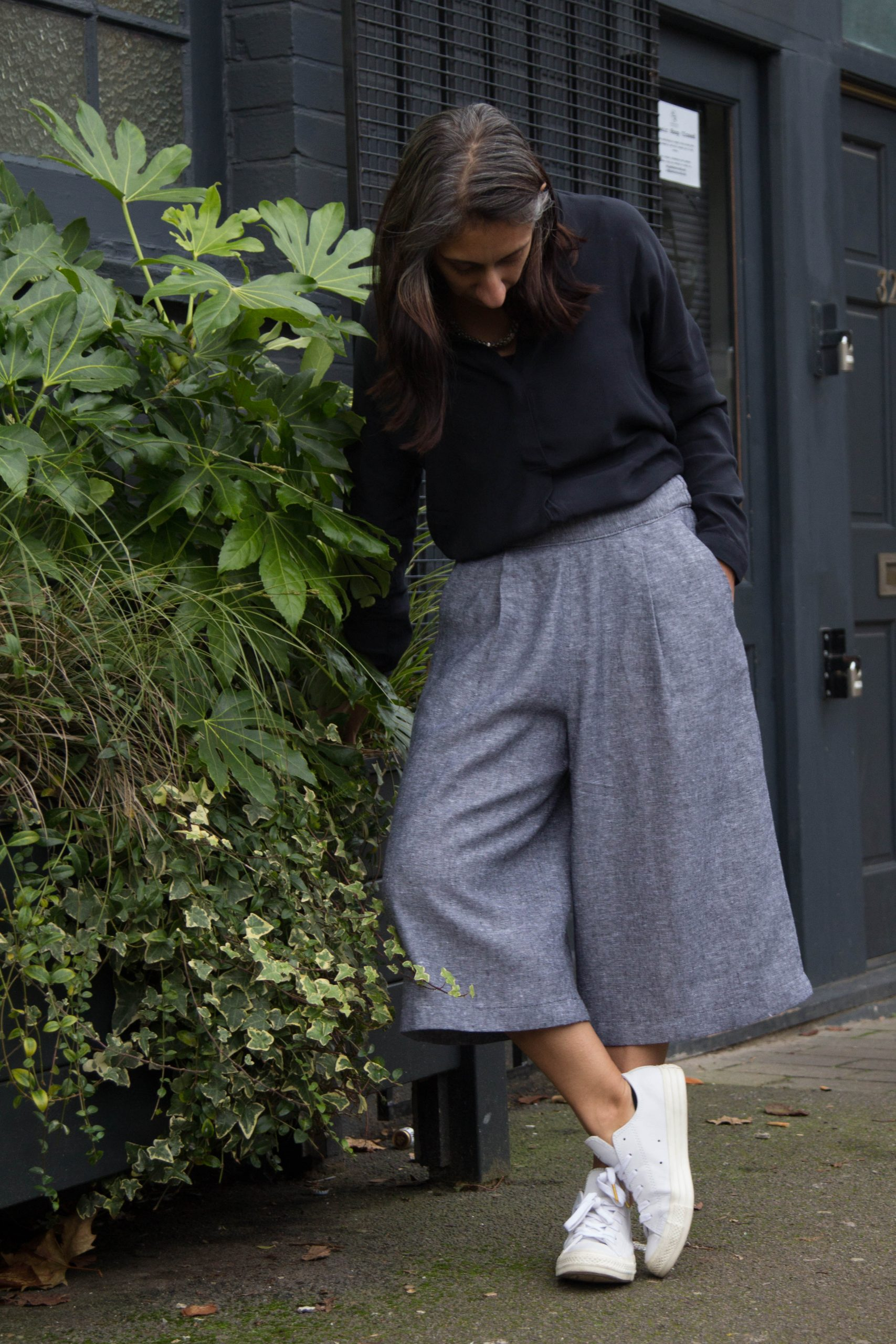 Woman wearing the Bolt Culottes sewing pattern by Make with Mandi. A culottes' pattern made in mid-weight wovens including cottons, linens or chambrays fabrics, featuring an elasticated back waistband, front pleats and pockets.