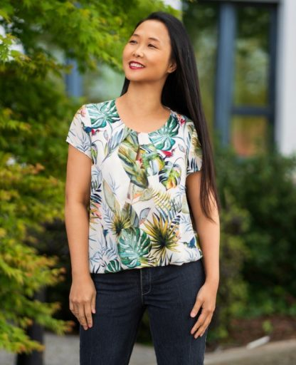Women wearing the Nittany Top sewing pattern from Itch to Stitch on The Fold Line. A top pattern made in viscose/cotton, viscose/linen, rayon challis, georgette, silk, crepe or chambray fabrics, featuring a round neckline with pleats, short sleeves and shirttail hem.